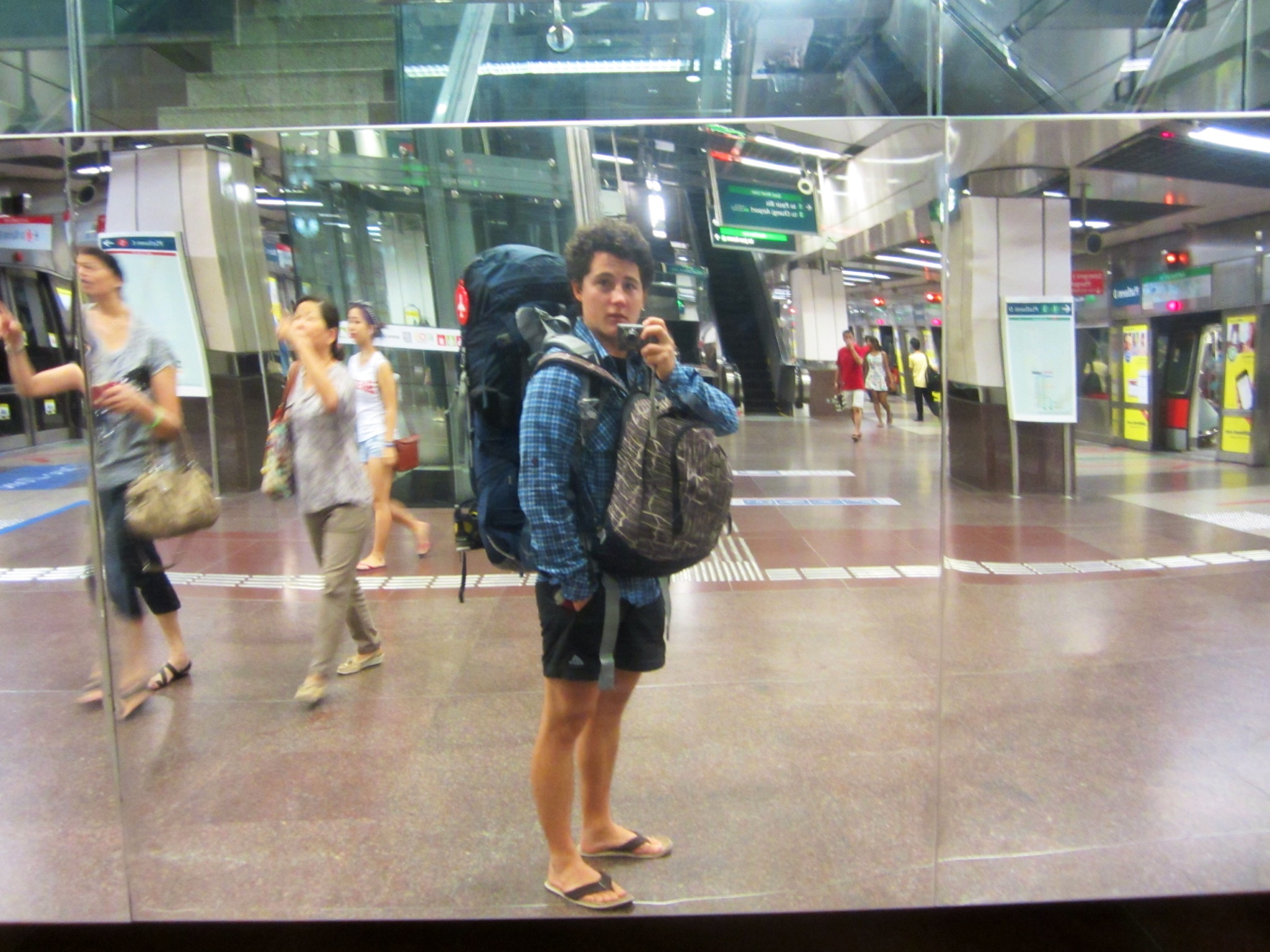 what to wear in singapore airport